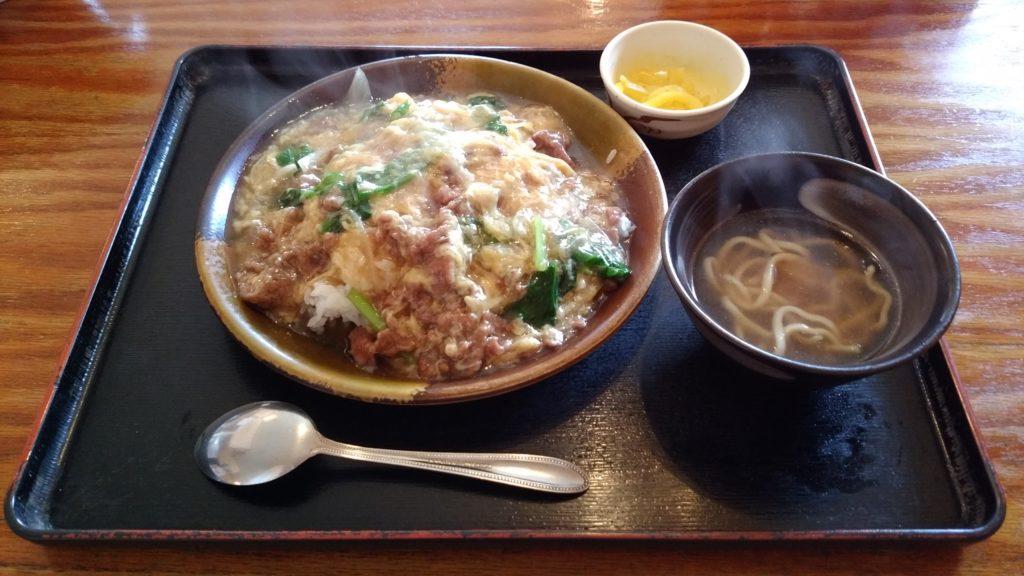 あっさり豚骨スープの沖縄そば店『つるりんこう』(沖縄市)