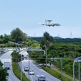 着離陸を繰り返す米軍飛行機『道の駅 かでな』(嘉手納町)