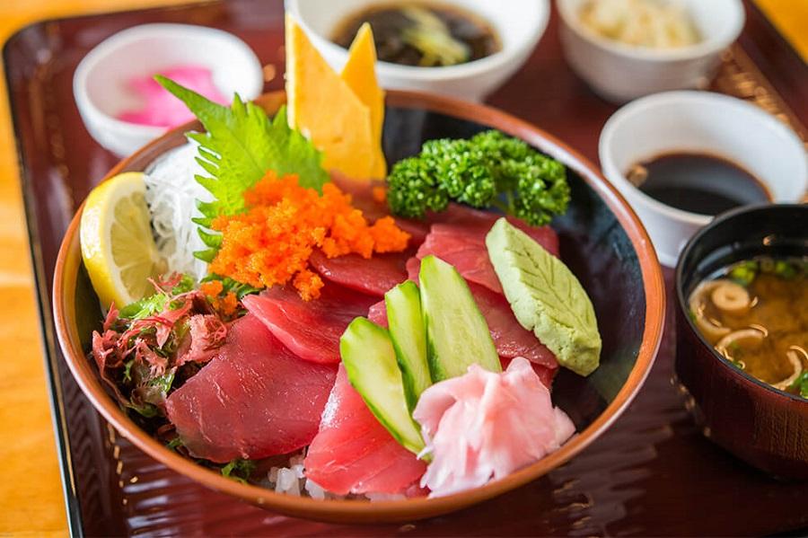 沖縄海産物浜の家マグロ丼