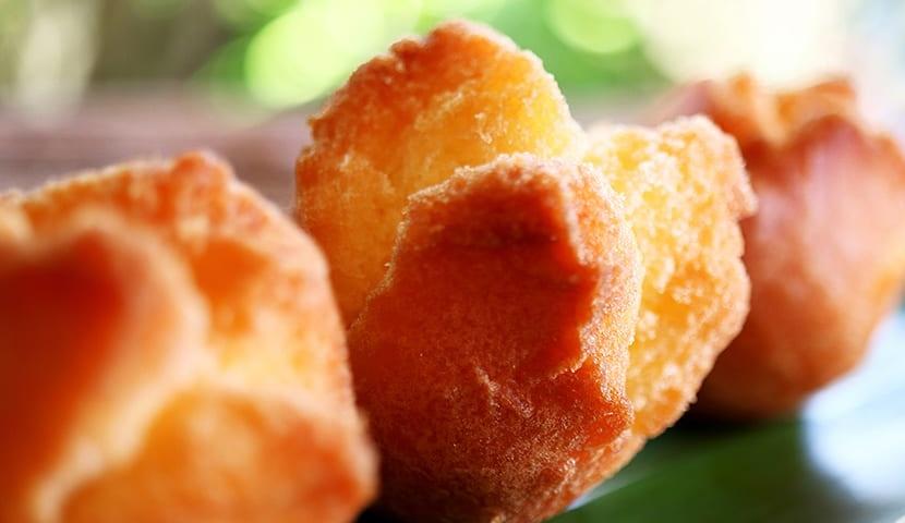沖縄の伝統菓子サーターアンダギー